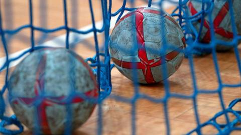 Diee ersten Spielausfälle in der Oberliga: Sowohl in Nieder-Olm wie auch in Eich mussten keine Handbälle aus dem Netz geholt werden. Archivfoto: imago