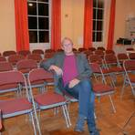 Kulturtreibender ohne Publikum: Walter Seeger, der Vorsitzende des Groß-Gerauer Kulturcafévereins begegnet der Krise mit Gelassenheit. Foto: Kulturcafé