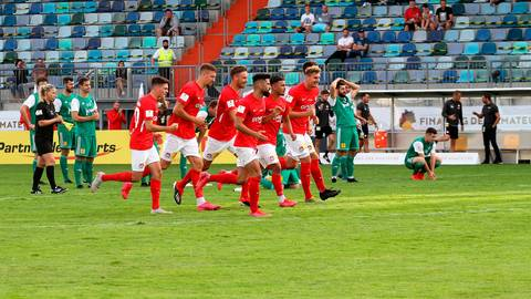 Ein Endspiel um den Pokalsieg - wie 2020 zwischen dem FCK (rot) und Waldalgesheim - erscheint in diesem Jahr unrealistisch.   Foto: Luge