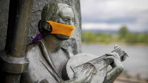 Eine Statue mit Maske.  Symbolfoto: Sascha Kopp
