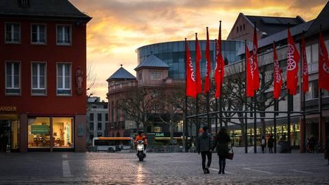 Tote Hose: Wenig los am Tag und am Abend, gar nichts los in der Nacht - die Ausgangssperre bleibt den Mainzern wohl noch erhalten. Foto: Lukas Görlach