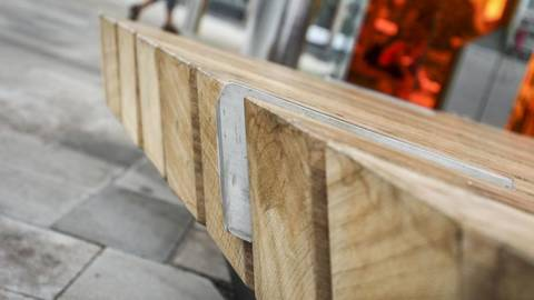 Munsterplatz Stadt Mainz Hat Metallkanten An Banken Bearbeiten Lassen