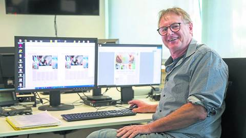 Arbeitet seit seinem 16. Lebensjahr beim Echo: Grafiker Klaus Lohr. Foto: Guido Schiek