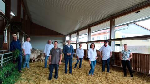 Zusammen mit Gastronomen und Erzeugern hat Landrat Jan Weckler das Programm für die zwölften Wetterauer Lammwochen vorgestellt. Foto: Elsaß