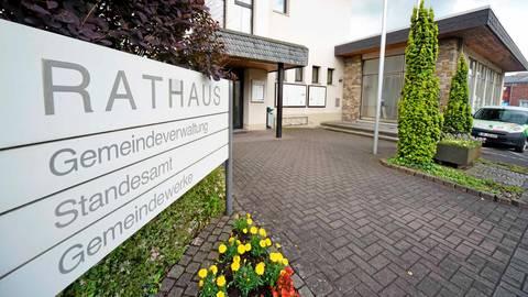 Das Sinner Rathaus: In der Gemeindevertretung stellen die Grünen erstmals die stärkste Fraktion. Archivfoto: Katrin Weber