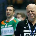 Autsch, das tat weh: Wieder einmal war Melsungen gegen die HSG um Coach Kai Wandschneider mega heiß auf das Derby. Foto: Ben Volkmann