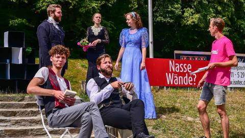 """Das Ensemble des """"Sommertheater im Nerotal"""" probt derzeit auf dem Gelände des Wiesbadener Tennis- und Hockeyclubs Oscar Wildes """"Dorian Gray"""". Foto: Volker Watschounek"""