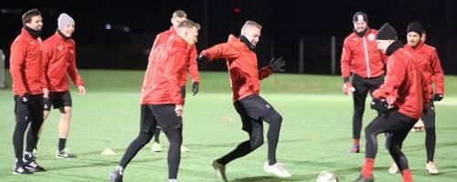 Bei bester Stimmung nahm Hessenligist SG Barockstadt das Training nach der Winterpause wieder auf.  Foto: Görlich