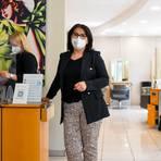 Friseursalon-Inhaberin Leonarda Crapis-Gallo leidet unter Terminabsagen. Foto: Vollformat/Samantha Pflug