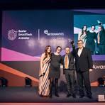 Heike Hoppmann, Head of Marketing bei AX Semantics (2.v.l) und ihr Kollege Steven Morell freuen sich über den SMARTech Award, den sie am Mittwoch  erhielten. Hannah Klose (links) moderierte den Abend, für die Jury gratulierte Frank Kemper, stellvertretender Chefredakteur Internet World Business.  Foto: SMARTech