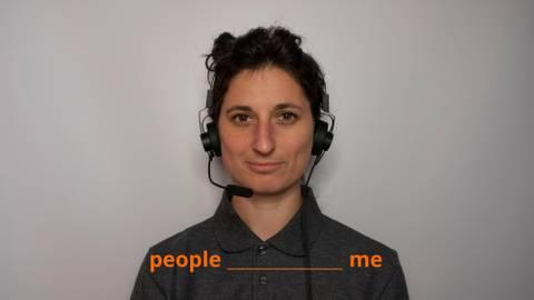"""Wie stehen Sie zu anderen Menschen? Was ist Ihr Verhältnis zu ihnen? Füllen Sie die Lücke! Die Frage ist ein Teil des Aufnahmetests in die Organisation """"TM"""". Foto: Guinness Frateur"""