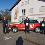 Bürgermeister Holger Schmitt (links) ernennt Christian Kloth (Mitte) zum Gemeindebrandinspektor und Frank Faust zum Stellvertreter. Foto: Gemeinde Rimbach