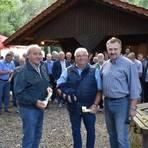 Grillfest der FWG-CDU Kirtorf und Antrifttal: Norbert Völzing  (links) und Armin Becker zusammen mit Fraktionsvorsitzendem Andreas Herbst (rechts). Foto: Krämer  Foto: Krämer
