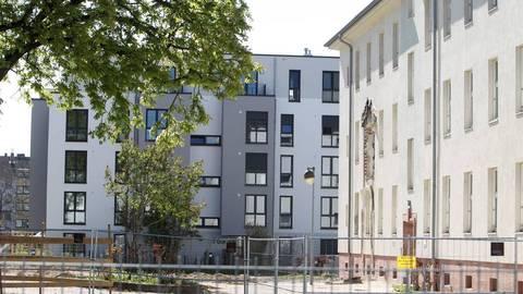 Bauboom in Kastel: An der Wiesbadener Straße wächst ein Wohnprojekt nach dem anderen. Foto: hbz/Jörg Henkel