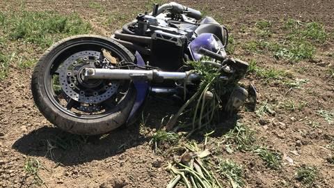 Ein Motorradfahrer stürzte auf der K42 zwischen Bechtheim und Dittelsheim-Heßloch am Montag so schwer, dass er an seinen Verletzungen starb. Foto: Polizei