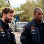 """Die Rettungssanitäter Dennis (Jamie Dornan, links) und Steve (Anthony Mackie) bekommen es mit seltsamen Dingen zu tun. Szene aus """"Synchronic"""". Foto: Universal Pictures Germany"""
