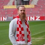 Hat er Wolfsburger Fans oder den VW-Konzern verhöhnt? Es gibt Diskussionen um 05-Stadionsprecher Andreas Bockius. Foto: Mainz 05