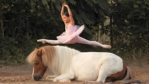 Florentina Trümpler ist eine begeisterte Balletttänzerin – und sorgt im Training stets für gute Laune. Foto: Lena Matulevicius