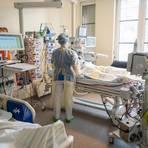 Harte Arbeit: Ein Patient mit einem schweren Covid-19 Krankheitsverlauf wird auf einer Intensivstation behandelt. Foto: dpa