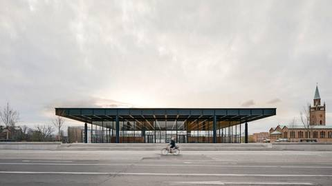 Nach zehn Jahren Schließung und Sanierung erstrahlt die die Neue Nationalgalerie im alten Glanz. Foto: Simon Menges