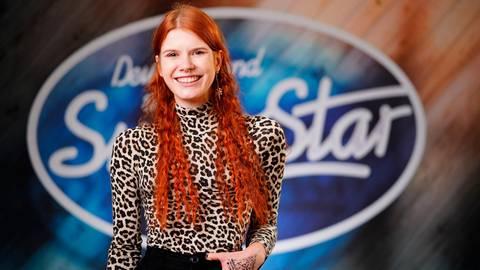 """Das Lächeln gehört dazu: """"DSDS""""-Kandidatin Michelle Patz aus Dietzhölztal ist wieder weiter. Foto: Stefan Gregorowius/TVNOW"""