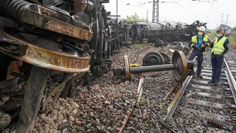 Nachdem ein Güterzug mit Biodiesel in der Nähe des Bahnhofs Niederlahnstein entgleist war, wurden nun zwei Strafanzeigen gegen die Bahn gestellt. Archivfoto: dpa