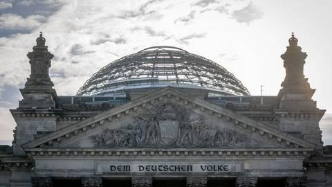 Die Spitzen der Regierungsfraktionen von Union und SPD dringen vor der nächsten Bund-Länder-Runde auf eine breite Debatte im Bundestag über die Corona-Lage · damit wird eine Verschiebung des für Montag (12.04.2021) geplanten Treffens immer wahrscheinlicher.  Foto: Kay Nietfeld/dpa