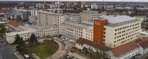 """GPR-Geschäftsführer Neyer überschreibt seinen Bericht mit: """"Im Irrsinn der Krankenhausfinanzierung"""".   Foto: Vollformat/Volker Dziemballa"""