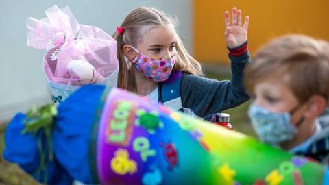 Am Montag beginnt in Hessen und Rheinland-Pfalz der Unterricht unter Corona-Bedingungen. Foto: dpa