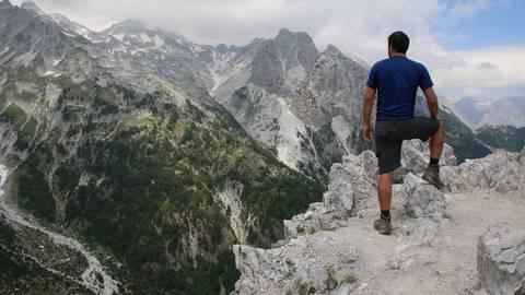 Blick auf die schroffen Berge des Valbona-Passes. Foto: Eithan Reubens