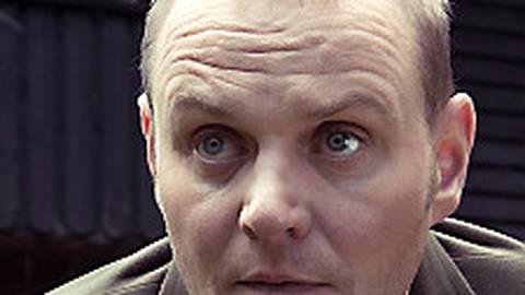 Kriminalhauptkommissar Jens Stellbrink (Devid Striesow) schaut ein wenig ratlos.  Foto: SR/Manuela Meyer