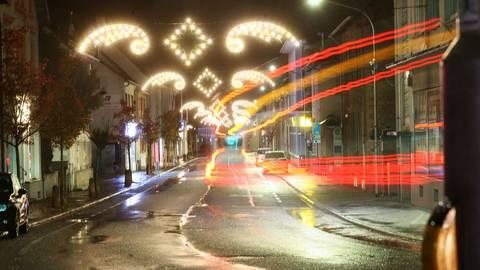 An den leeren Straßen nach 21 Uhr wird sich im Kreis Darmstadt-Dieburg erst einmal nichts ändern, die Ausgangssperre bleibt vorerst. Archivfoto: Karl-Heinz Bärtl