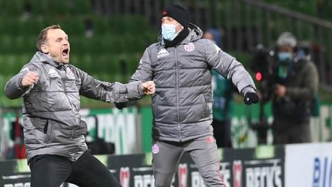 Schreit die Freude über den Sieg an der Weser heraus: 05-Trainer Bo Svensson (links). Die Mainzer fühlen sich gerüstet für das schwere Heimspiel am Samstag gegen den FC Bayern. Foto: dpa