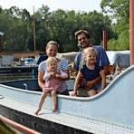 Jill Grigoleit, Ole und die beiden Töchter Line und Morlin auf ihrem Boot. Fotos: privat