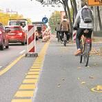 Durch die Heidelberger Straße könnte auch in Zukunft die Radschnellverbindung verlaufen. Derzeit müssen Autofahrer dort für einen Verkehrsversuch befristet zu Gunsten von Radfahrern auf eine Fahrspur verzichten.   Foto: Andreas Kelm