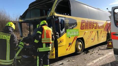Zwei Tote Bei Unfall Auf Der A3 Lkw Fährt Bei Limburg Auf Einen Bus
