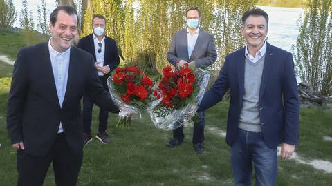 Knapp hat sich Dr. David Maier (links) bei der Wahlkreiskonferenz gegen Thomas Messer aus Nierstein durchgesetzt. Maier wurde am Rheinufer des Wormser Stadtteiles Rheindürkheim zum Bundestagskandidaten der SPD gekürt.   Foto: pakalski-press/Andreas Stumpf