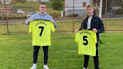Vorstellung der Neuen mit Abstand (von links): Gianluca Kraus (FC Gießen II) und Nick Volz (KSV Klein-Karben). Foto: fca