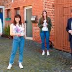 Bei der Verabschiedung der Langgönser Impflotsinnen (v. l.): Marie Fiedler, Lara-Marie Weine, Laura Masson und Marius Reusch. Foto: Rieger