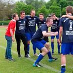 Die Vereins-Ikone: Michael Riemann - hier 2015 nach dem Kreispokalsieg - ging bei der SG Anspach und dem FC Neu-Anspach immer vorbildlich voran. Archivfoto: Flucke