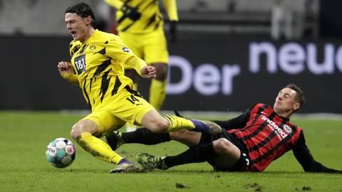 Dominik Kohr (r.), hier im Duell mit Nico Schulz von Borussia Dortmund, steht kurz vor einem Wechsel zu Mainz 05. Archivfoto: dpa
