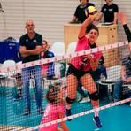 Mit 18 Punkten die erfolgreichste Scorerin der Begegnung: die für den VCW spielende Kroatin Marijeta Runjic (am Ball).  Foto: Detlef Gottwald
