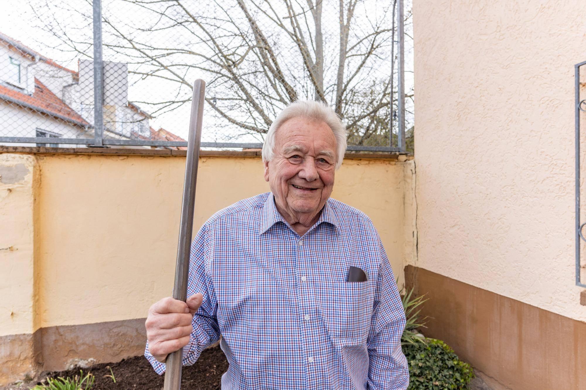 Willi Fischer Verabschiedet Sich Aus Weiterstadter Parlament