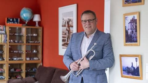 Josef Geiger ist neuer Stadtverordnetenvorsteher in Gernsheim. Er sammelt Modellautos und spielt Trompete in der Big Band des Gymnasiums. Foto: Vollformat/Robert Heiler