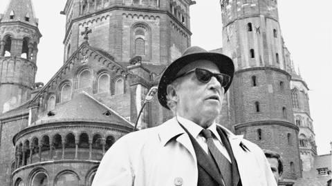 Carl Zuckmayers Besuche der alten Heimat führten ihn stets zum Mainzer Dom. Archivfoto: Klaus Benz