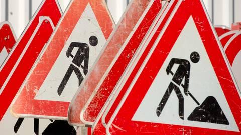 Erneut muss die Ortsdurchfahrt on Bonbaden wegen Bauarbeiten gesperrt werden.   Symbolfoto: Sebastian Kahnert/dpa
