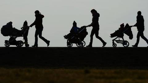 Sich Zeit nehmen, um zur Ruhe zu kommen: Davon profitieren Eltern und Kinder.  Archivfoto: dpa