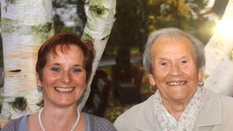 Michaela Rothenbach setzte alle Hebel in Bewegung, um ihrer Mutter Dorothea Leiß zu helfen. Inzwischen geht es der 98-Jährigen wieder besser.          Foto: Rothenbach