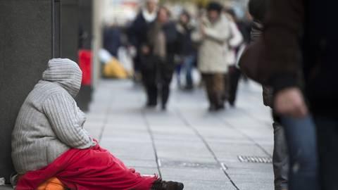 Obdachlose haben in der Corona-Krise oft den Zugang zu Nahrungsmitteln über Organisationen wie die Tafeln verloren.  Symbolfoto: dpa