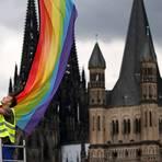 Immer mehr Geistliche stellen sich gegen das Segnungsverbot von gleichgeschlechtlichen Paaren. Foto: dpa